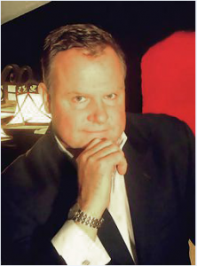 Crooner Rob Davies entertains diners with songs from Frank Sinatra.