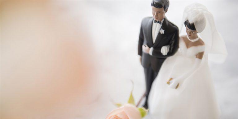 wedding couple cake topper today main1 200316 503fbecfc83bcb8e4b3819e5507ea095.fit 1240w 768x384